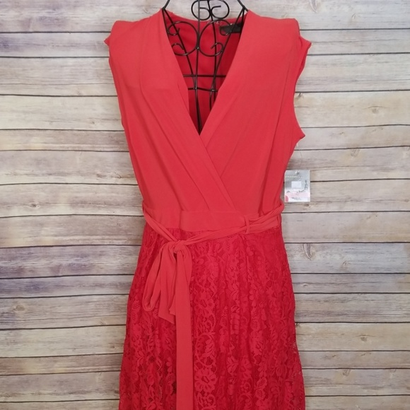 Taylor Dresses & Skirts - NWT Taylor 10 red lace dress